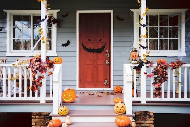 Esterno Di Una Casa : Zucche di halloween e decorazioni all esterno di una casa