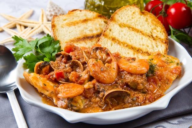 Zuppa di pesce Foto Premium