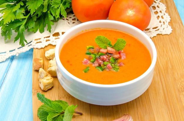 Zuppa fredda di gazpacho Foto Premium