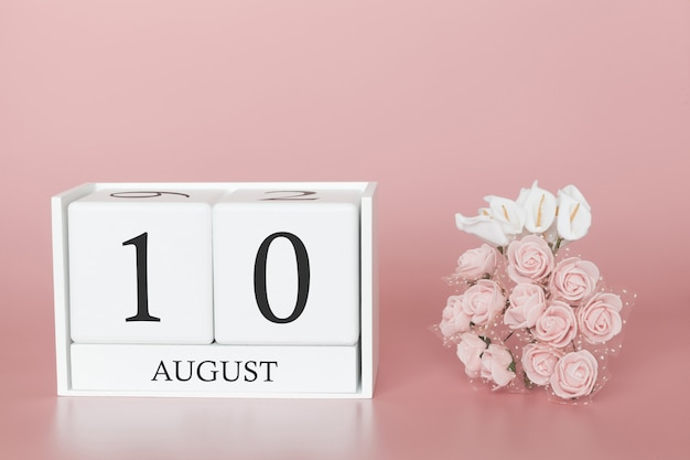 10 de agosto. dia 10 do mês. calendar o cubo no fundo cor-de-rosa moderno, no conceito do negócio e em um evento importante. Foto Premium