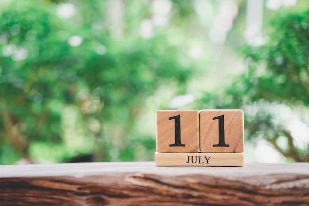 11 de julho de madeira calendário em madeira vintage Foto Premium