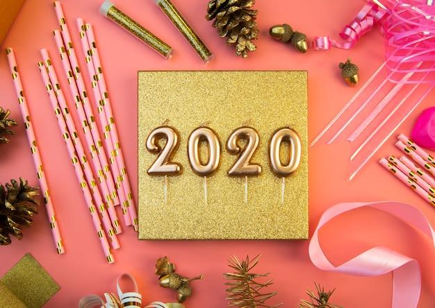 2020 dígitos de ano novo em fundo rosa Foto gratuita