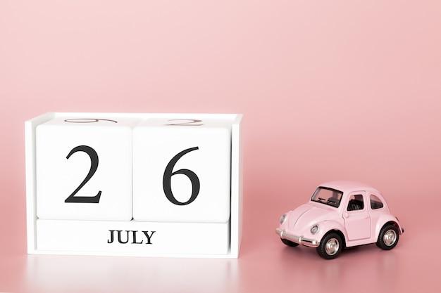 26 de julho, dia 26 do mês, cubo de calendário no fundo rosa moderno com carro Foto Premium