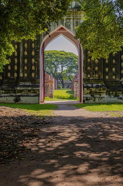 A área externa e ao redor do palácio somdet phra narai Foto Premium