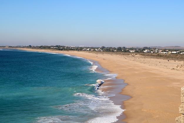 À beira-mar em um dia de verão Foto gratuita
