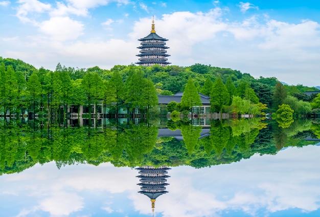 A bela paisagem do lago oeste em hangzhou Foto Premium