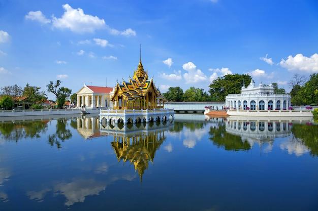 A beleza do palácio da dor do golpe, ayutthaya, tailândia. Foto Premium