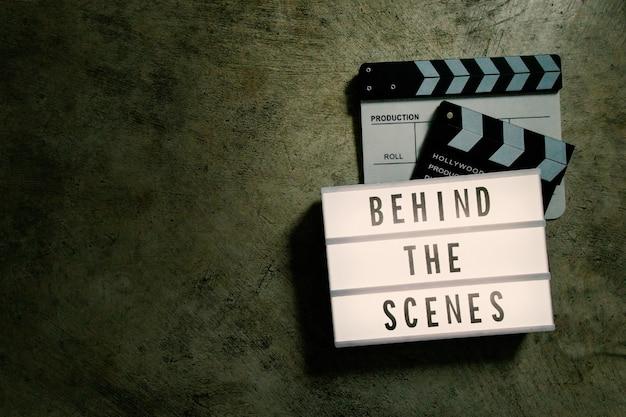A caixa de luz de cinema em conteúdo de filme de tom escuro. Foto Premium