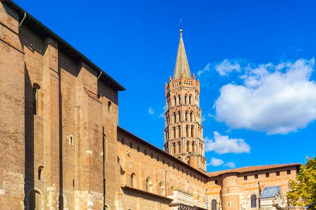 A, campanário, de, a, basílica, de, são, sernin, toulouse, frança Foto Premium