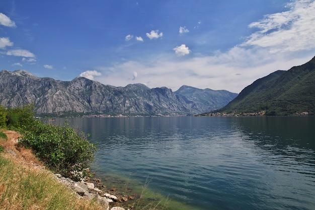 A cidade antiga perast na costa do adriático, montenegro Foto Premium