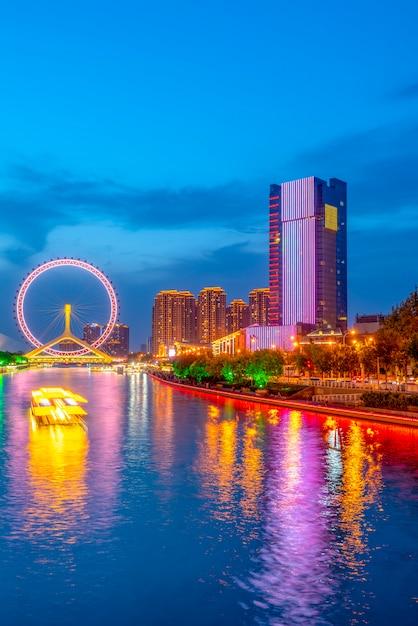 A cidade bonita visão noturna paisagem arquitetônica em tianjin, china Foto Premium