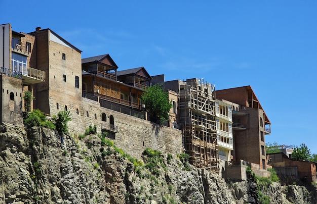 A cidade velha na cidade de tbilisi, geórgia Foto Premium