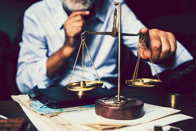 A escala da justiça e da lei Foto Premium