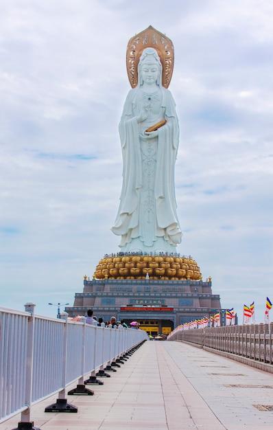 A estátua da deusa guanyin Foto Premium