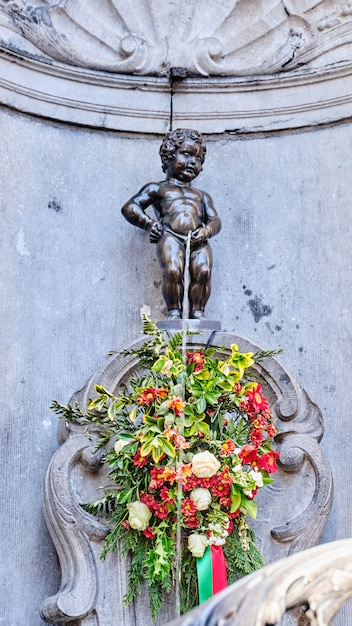 A, estátua, de, manneken, pis, em, bruxelas, bélgica Foto Premium