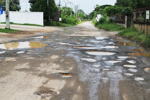A estrada nos poços Foto Premium