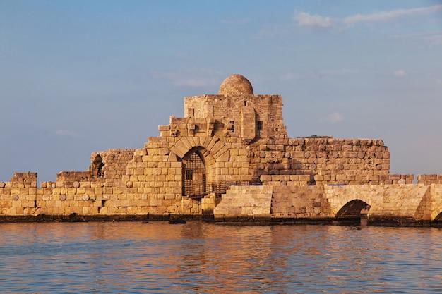A fortaleza em sidon (sayda), líbano Foto Premium