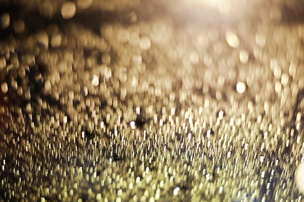 A gota de forma abstrata do bokeh da luz do ouro, a imagem é borrada e filtrada Foto gratuita