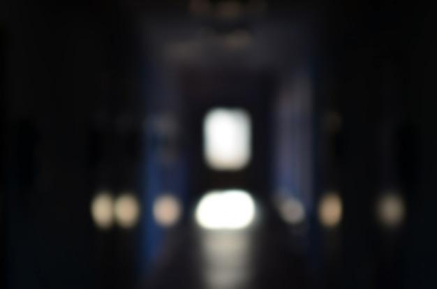 A imagem borrada do corredor sombrio de um público negligenciado Foto Premium