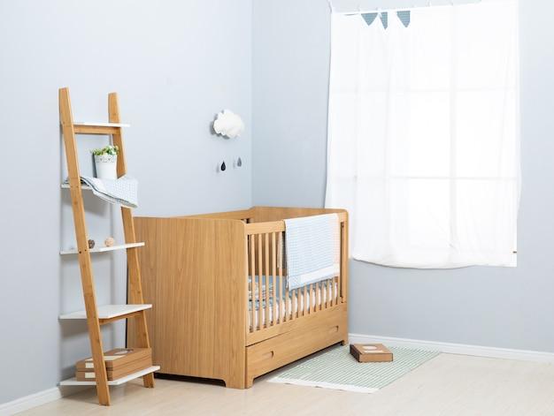 A imagem da cama da criança sob o branco Foto Premium
