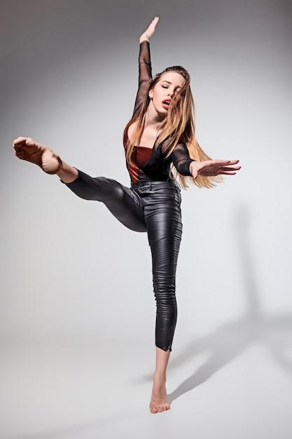 A mulher dançando Foto gratuita
