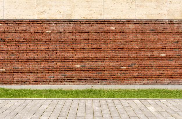 A parede da casa é de tijolo vermelho Foto Premium