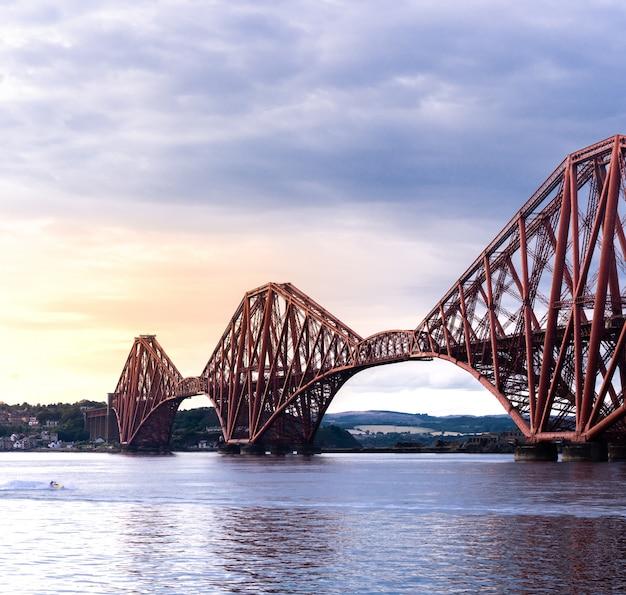 A ponte do forth edimburgo Foto Premium