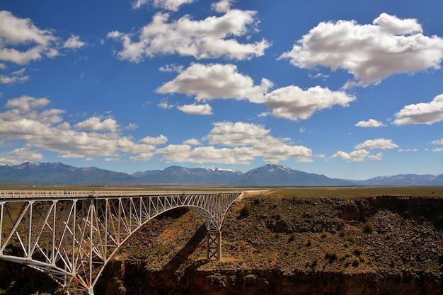 A ponte no deserto Foto gratuita