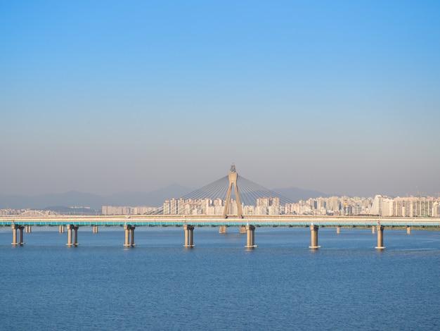 A ponte olímpica é uma ponte sobre o rio de han em seoul, coreia do sul. Foto Premium