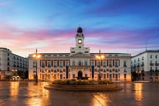 A praça puerta del sol é o principal espaço público de madrid. Foto Premium