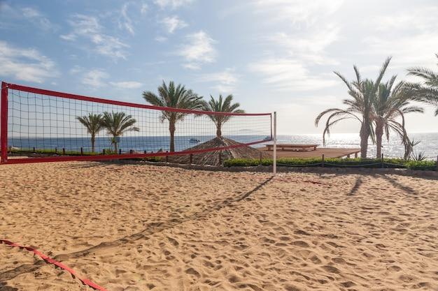 A praia no hotel de luxo, sharm el sheikh, egito. vista da quadra de vôlei Foto gratuita
