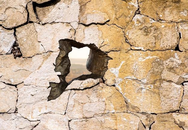 A textura da parede de concreto com um buraco Foto Premium
