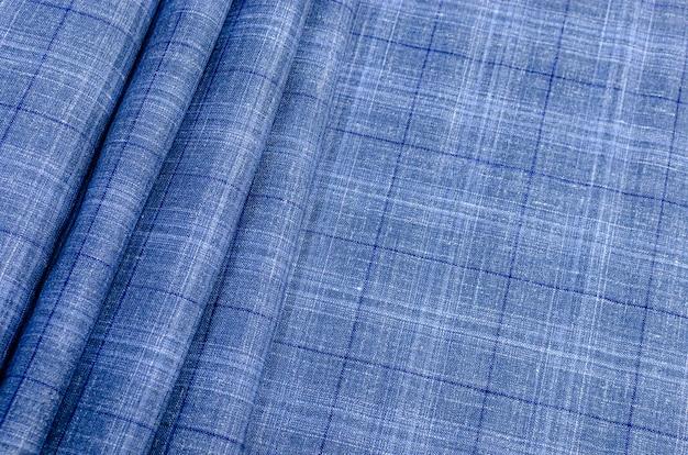 A textura do tecido de seda em um cheque azul e azul. plano de fundo, padrão Foto Premium