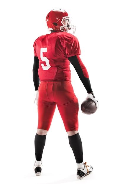A visão traseira do homem caucasiano fitness como jogador de futebol americano segurando uma bola em branco Foto gratuita