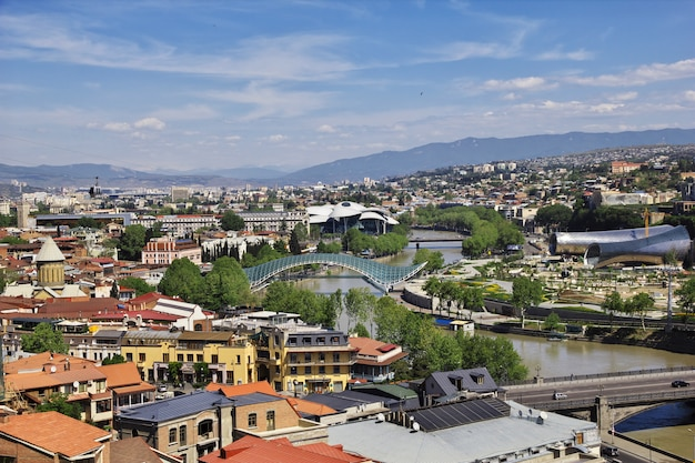 A vista na cidade de tbilisi, geórgia Foto Premium