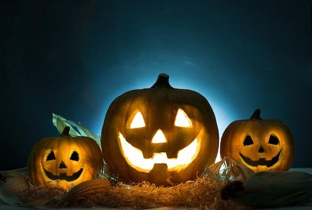 Abóbora de halloween em chamas Foto Premium