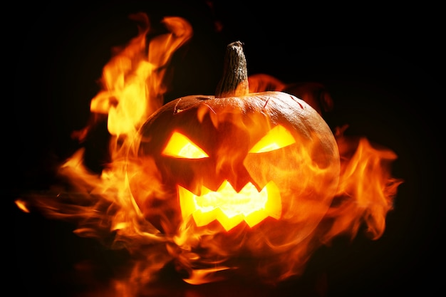 Abóbora de halloween em fogo Foto gratuita