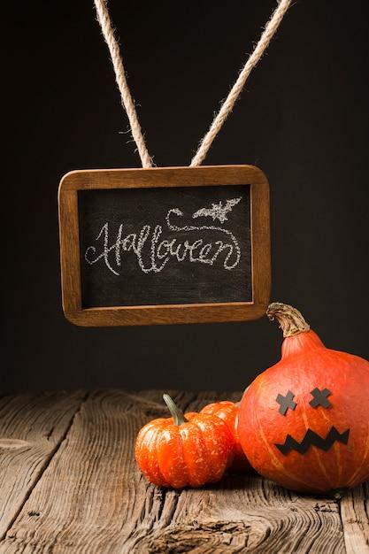 Abóboras de halloween decorativas com mock-up Foto gratuita