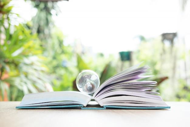 Abra um livro Foto Premium