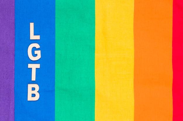 Abreviatura lgbt na faixa azul do fundo do arco-íris Foto gratuita