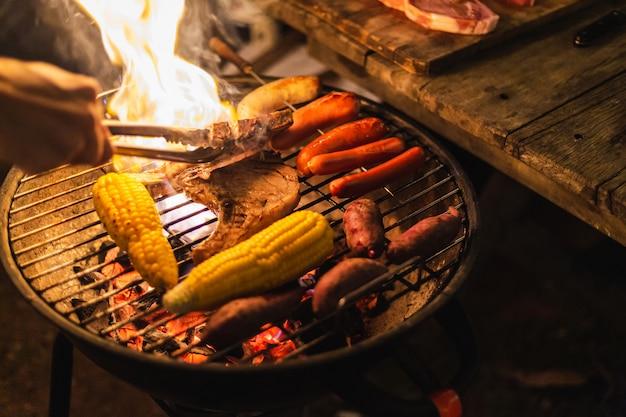 Acampamento de churrasco Foto Premium