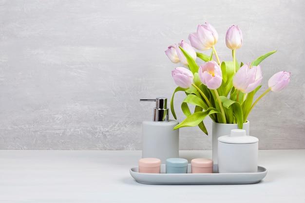 Acessórios cerâmicos leves pgray para banho Foto Premium