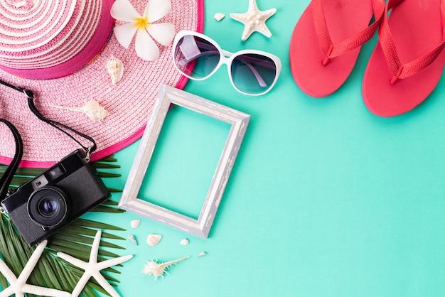 Acessórios de praia para o conceito de férias e férias de verão. Foto Premium