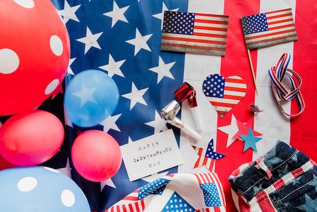 Acessórios em cores da bandeira americana Foto gratuita