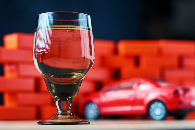 Acidente de acidente de carro de condução bêbado. não dirija depois do conceito de bebida Foto Premium