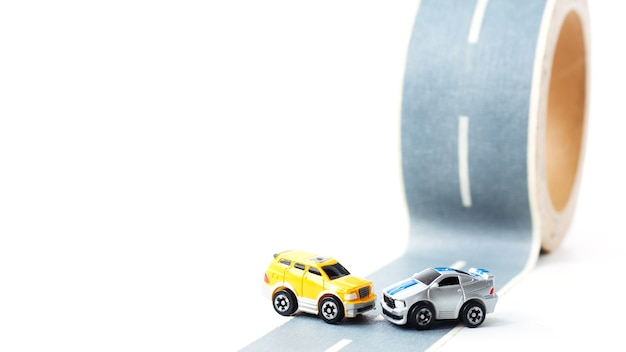 Acidente de carro em estrada acidentada. Foto Premium