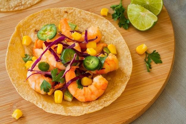 Acima vista conceito de comida mexicana Foto gratuita