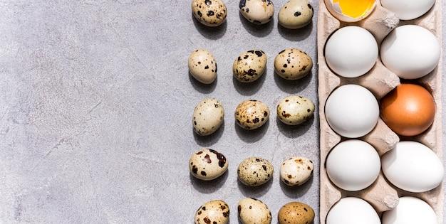 Acima vista conceito de comida saudável com ovos Foto gratuita