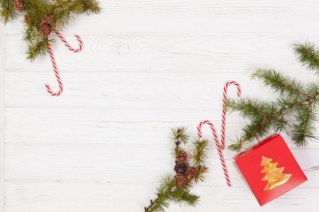 Acima vista decoração com doces e cópia-espaço Foto gratuita