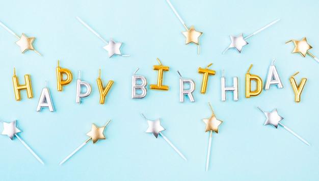 Acima vista velas de aniversário em forma de estrela Foto gratuita
